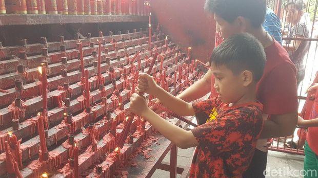 Harmoni Imlek di Wihara Tertua di Banten