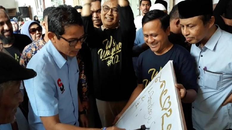 Ke Kampung Batik Solo, Sandiaga: Ini Titik Ke-1.122 yang Saya Kunjungi