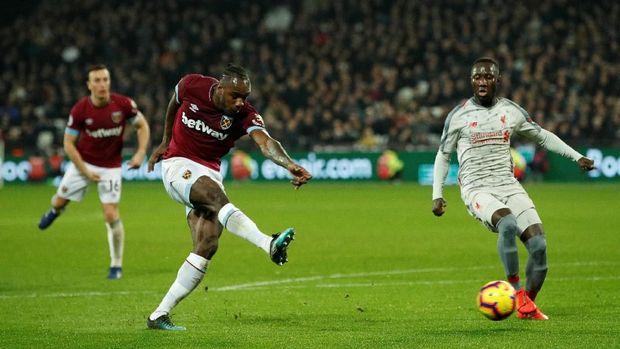 Gol Michail Antonio menggagalkan kemenangan Liverpool atas West Ham.