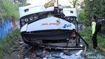 Detik-detik Evakuasi Korban Tewas Kecelakaan Bus Kramat Djati