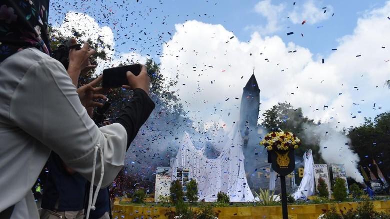 Monumen Penghormatan untuk Pesawat F-5 Tiger