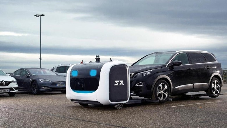 Robot yang bisa memarkirkan mobil secara otomatis di bandara (dok. Stanley Robotics)