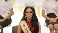 Alya akan melepas gelar Miss Indonesia yang dimilikinya itu untuk para juniornya.Pool/Noel/detikFoto.