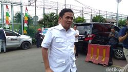 Ferdinand Kritik Pelebaran Trotoar Cikini, Habiburokhman Bela Anies
