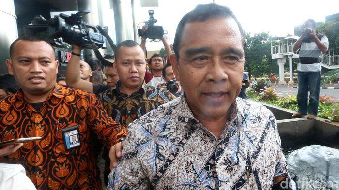 Ketua KONI Tono Suratman menjelaskan situasi terkait tertunggaknya honor pegawainya. (Foto: Ari Saputra)