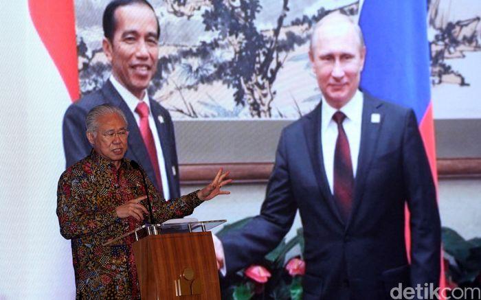 Menteri Perdagangan Enggartiasto Lukita hadir memberikan keterangan di Kantor Pusat Mayora, Cengkareng, Rabu (6/2/2019).