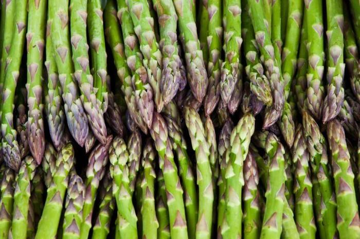 Dikutip dari Riders Digest, makan asparagus bisa bikin urin bau busuk. Ini karena adanya asam asparagusic, senyawa kimia yang hanya ditemukan di dalam asparagus. Foto: Istimewa