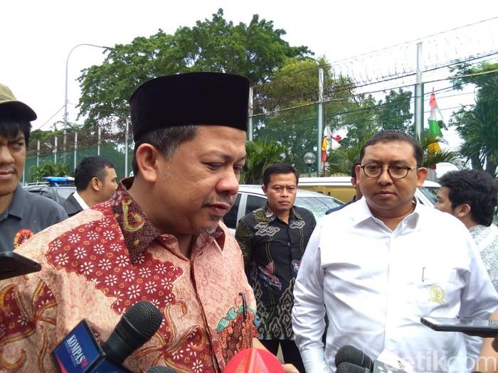 Fahri Hamzah dan Fadli Zon kunjungi Ahmad Dhani di Rutan Cipinang (Lisye Sri Rahayu/detikcom)