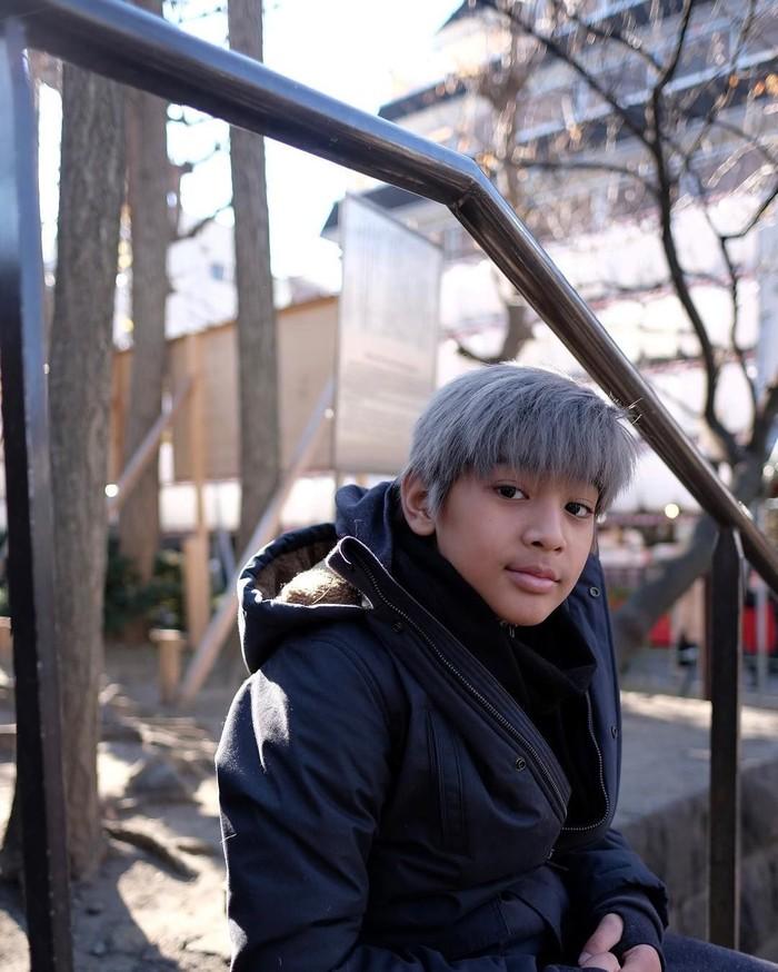 Pemilik nama lengkap Arkenzy Salmansyah Taulany ini baru saja berulang tahun ke-10. Ia merupakan anak kedua pasangan Andre dan Erin Taulany. Foto: Instagram kenzy_taulany