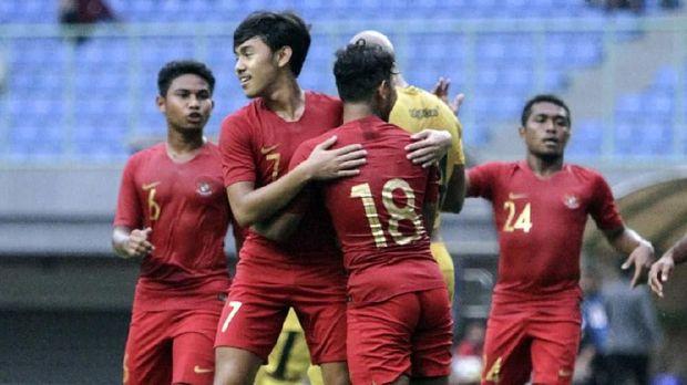 Timnas Indonesia U-22 imbang 2-2 lawan Bhayangkara FC. (