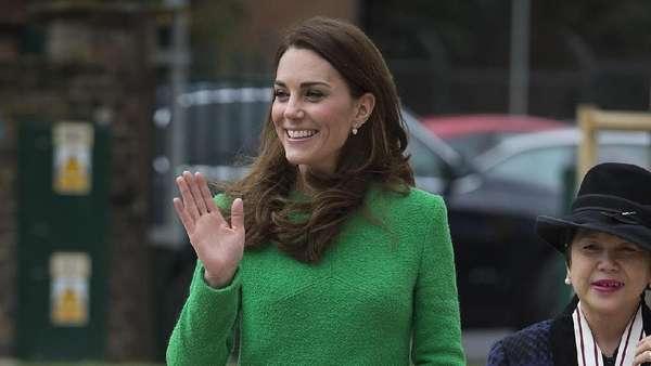 Kunjungi Anak-anak, Dress Kate Middleton Jadi Sorotan