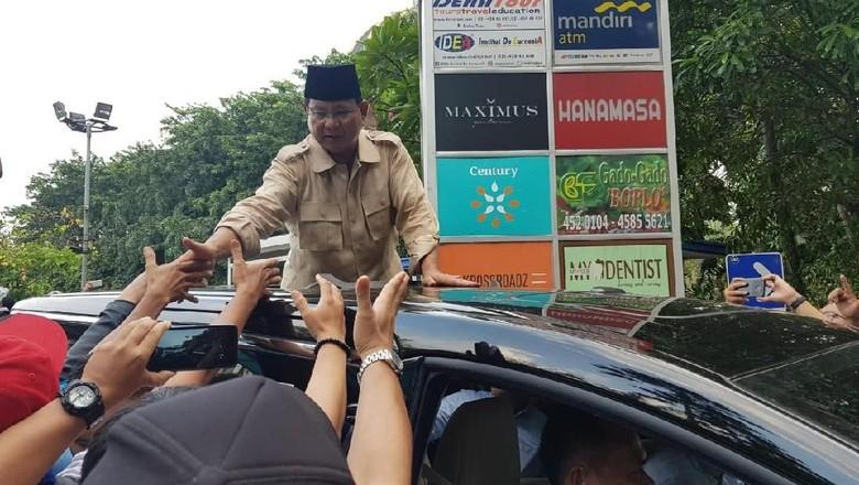 Viral Prabowo Tepak Tangan Seseorang Saat Konvoi, BPN Jelaskan Persoalannya