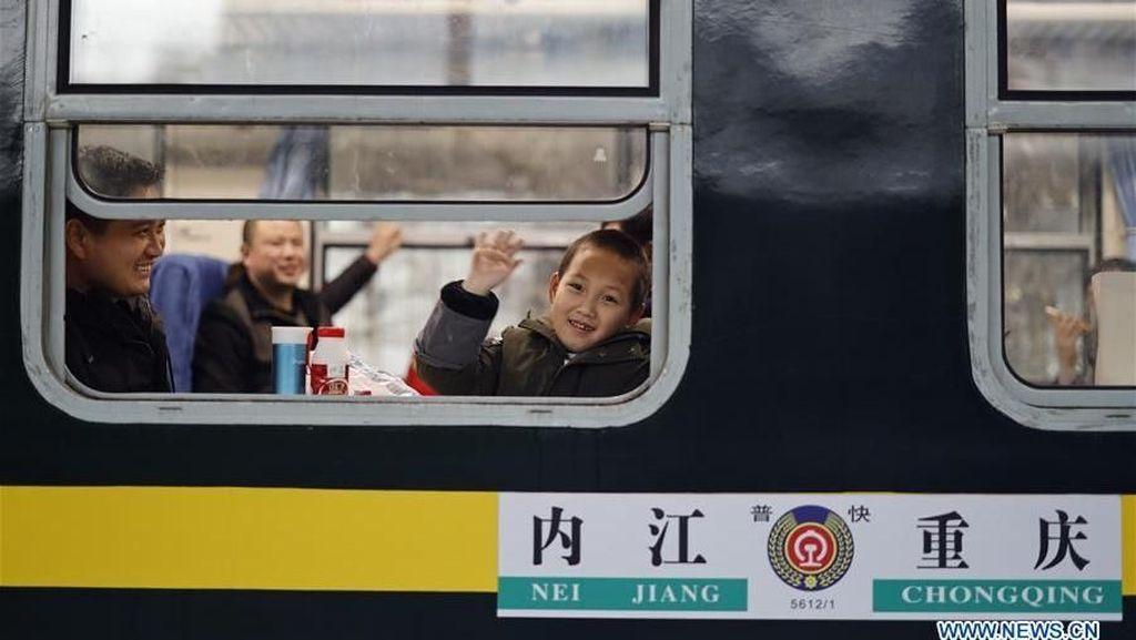 Penampakan Kereta Mudik buat Orang Miskin di China