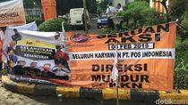 Jelang Aksi, Massa Pegawai Pasang Spanduk Selamatkan PT Pos