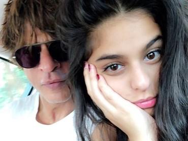 Suhana Khan, sang anak kedua juga tumbuh menjadi gadis cantik yang sangat dekat dengan ayahnya. Suhana kini berusia 18 tahun, dengan wajah yang mirip sang bunda. (Foto: Instagram: @iamsrk)