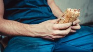 Hiii.. Pria Ini Pakai Sandwich Temannya Untuk Puaskan Hasrat Seksual