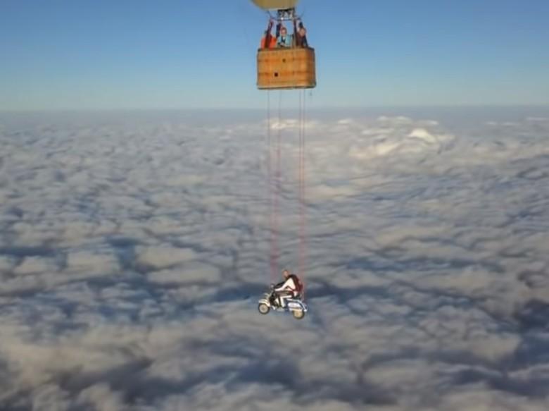 Vespa Terbang di Ketinggian 23.000 Kaki. Foto: Istimewa