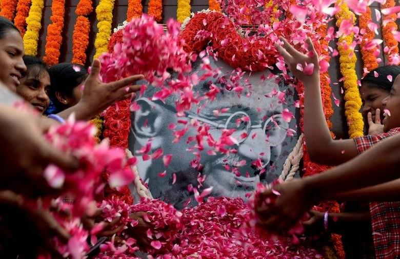 Polisi India Tangkap Wanita yang Tembak Patung Mahatma Gandhi