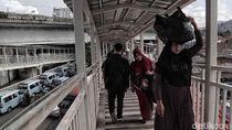 Pro-Kontra Pejalan Kaki Dilarang Melintas di Bawah Skybridge