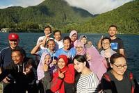 Saat di Telaga Sarangan, Sandi juga memuji keindahan danaunya yang disebutnya tak kalah dari Danau Geneva (Instagram/sandiuno)