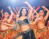 Sunny Leone mantan bintang porno yang kini jadi artis Bollywood