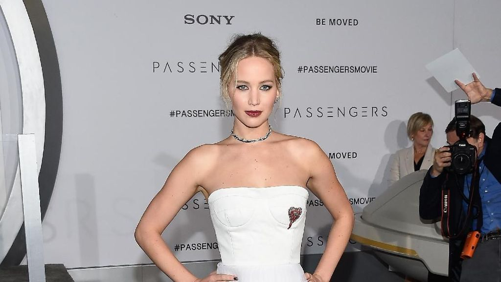 Jennifer Lawrence Tunangan, Gaunnya Terlihat Simpel Tapi Seharga Rp 32 Juta