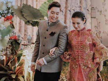 Seperti ini gaya pasangan pengantin baru Edrick Chandra dan sang istri, Venny dalam merayakan Imlek. (Foto: Instagram/ @edrictjandra)