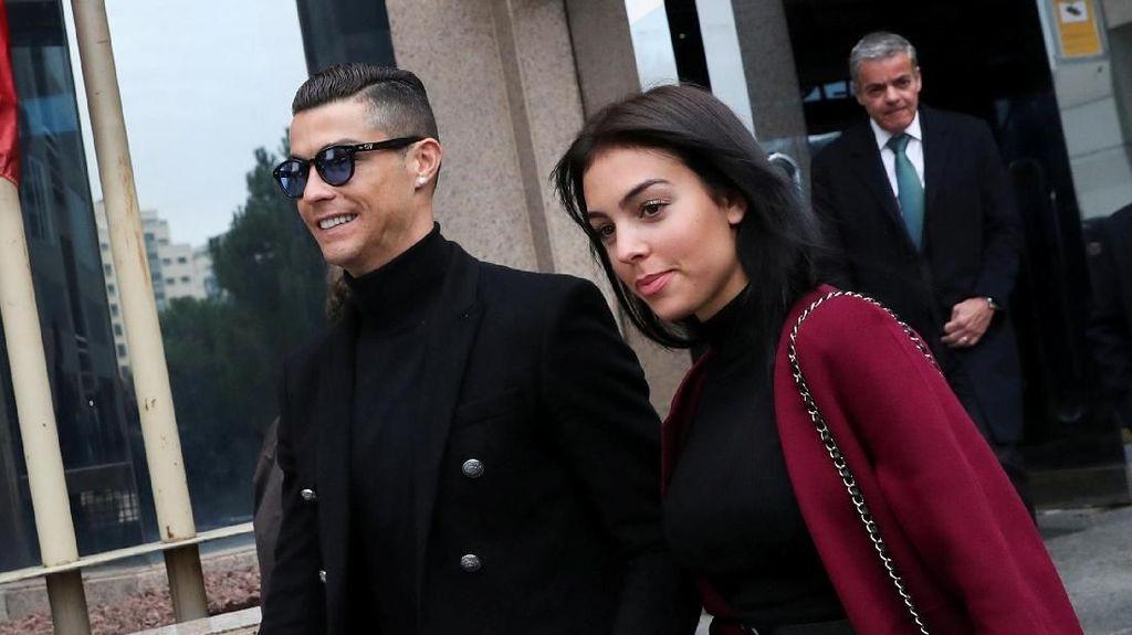 Ronaldo-Georgina Ternyata Belum Bertunangan