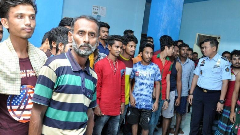 Imigrasi Medan Tangani 193 Warga Bangladesh yang Kelaparan di Ruko