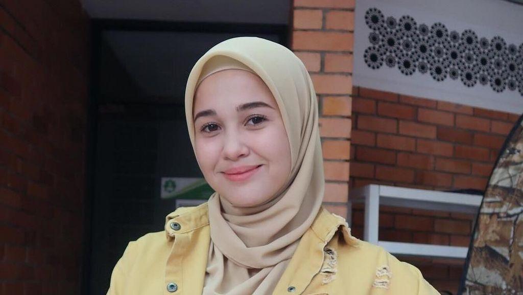 Artis Cantik Malaysia Ini Bikin Heboh karena Lepas Hijab