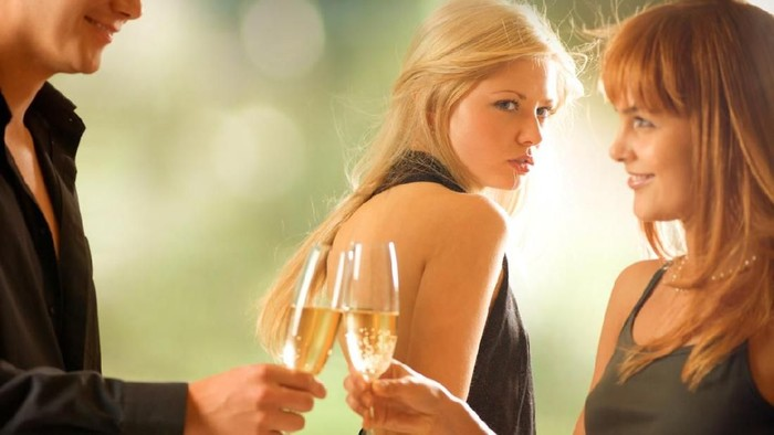 Fantasi seks threesome tak seindah yang dibayangkan (Foto: iStock)