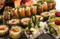 Nugget hingga Sushi, Ini 7 Makanan yang Tak Baik Dikonsumsi Dalam Pesawat