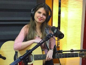 Kini Daniela lebih banyak aktif di dunia musik. (Foto: Instagram/danaedo)