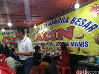 Legit Manis Durian Medan di Kios Acin Langganan Ahok