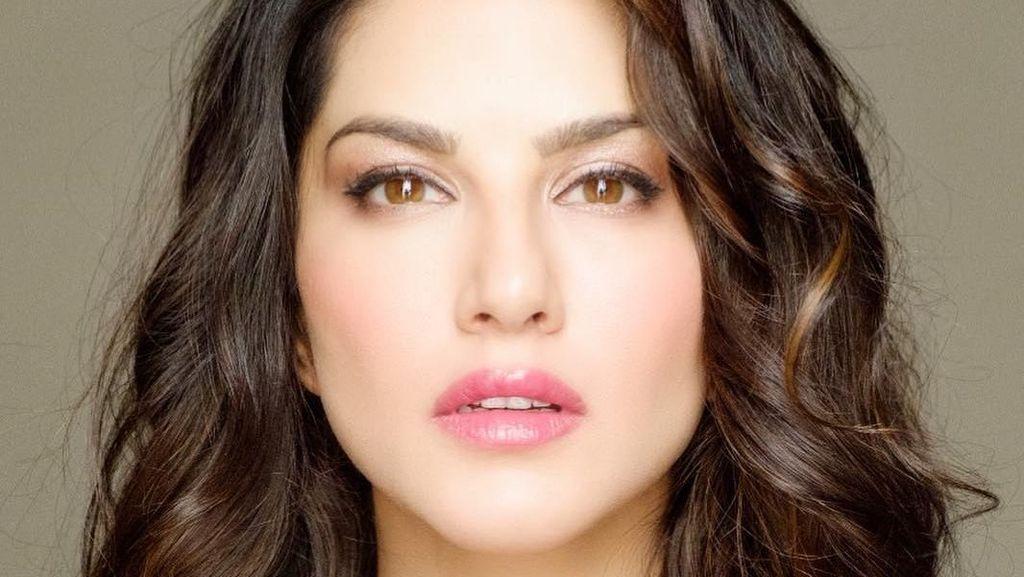 Perjalanan Karier Bintang Porno Tobat yang Kini Jadi Aktris Bollywood