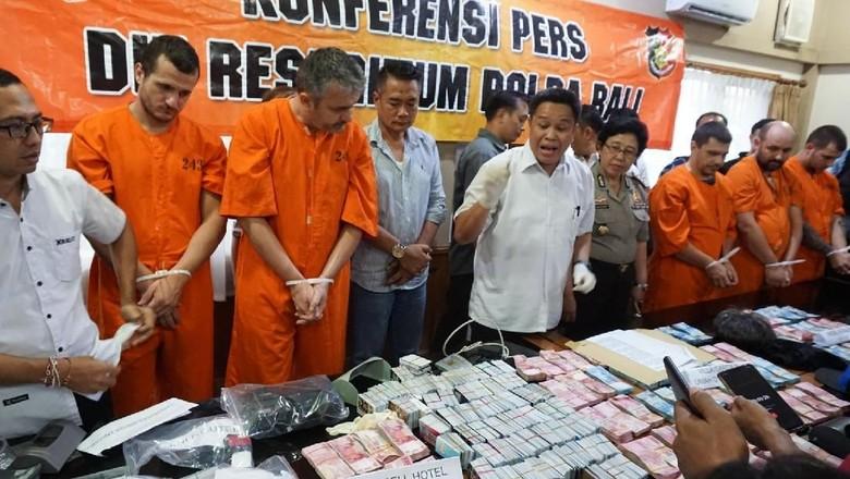 5 WN Bulgaria Pembobol Rekening Turis di Bali Ditangkap, 1 DPO