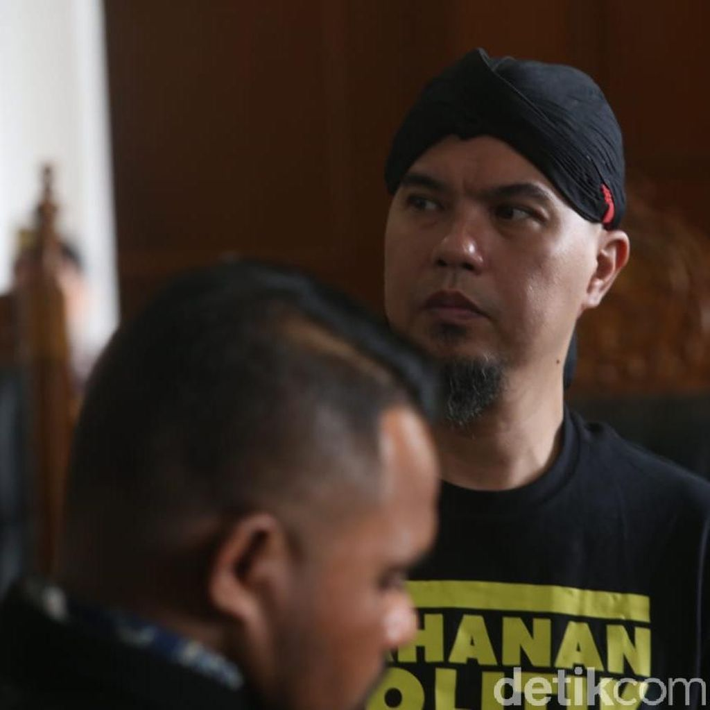Demi Ahmad Dhani, Keluarga Siaga di Surabaya