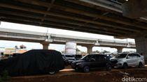 Ultimatum Kendaraan yang Parkir di Kolong Tol Becakayu
