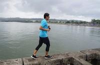 Saat di Cilacap, Sandi jogging di Pantai Teluk Penyu. Setelah itu, dia lanjut ke Benteng Pandem (Instagram/sandiuno)