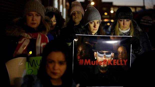 Kasus R Kelly memicu protes dari banyak orang.