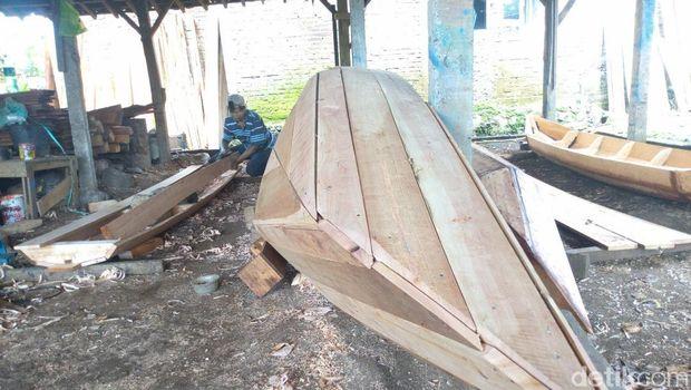 Mengintip Usaha Perahu Tradisional Berusia Puluhan Tahun di Pinggiran Semarang