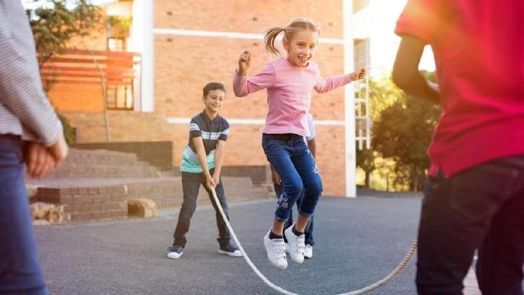 Tips Anak Tak Gampang Sakit Meski Sering Main di Luar Rumah