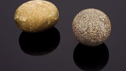 Bezoar secara umum adalah sebutan untuk gumpalan benda yang tidak bisa dicerna di perut. Zaman dulu gumpalan ini dianggap sebagai obat berharga.