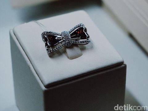 Lino & Sons merilis perhiasan berlian khusus untuk hijabers.