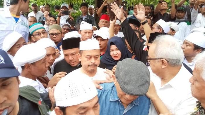 Ketua PA 212 Slamet Maarif datangi Mapolresta Surakarta. Foto: Bayu Ardi Isnanto/detikcom