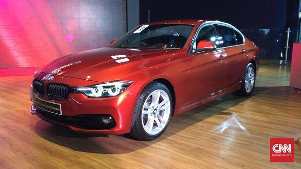 BMW Seri 3 Edition Shadow diluncurkan di Jakarta, Kamis (6/2).