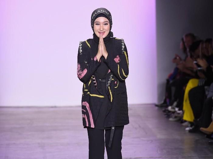 Dian Pelangi di New York Fashion Week 2019. Foto: Getty Images