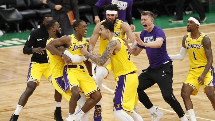 Los Angeles Lakers menang atas Boston Celtics berkat buzzer beater Rajon Rondo (Foto: David Butler II-USA TODAY Sports)