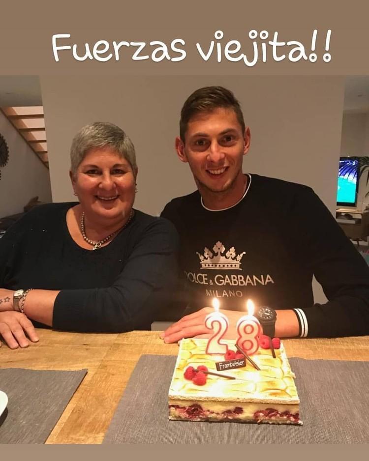 Senyum semringah Emiliano Sala dan ibunya, Marcedes, saat Perayaan ulang tahun Sala ke-28. (Foto: Instagram @salaromina)