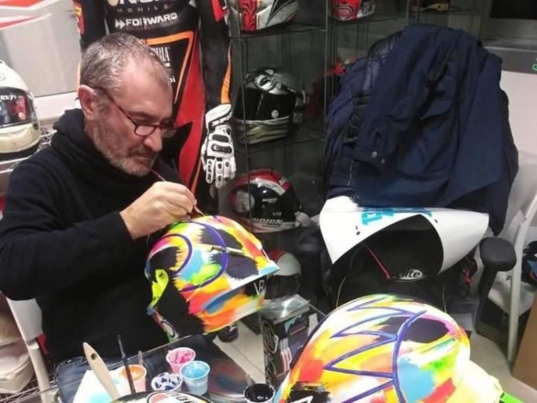 Helm Baru Valentino Rossi, Dilukis Tangan. Foto: Drudi Performance
